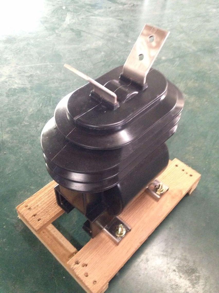 德力西供应 LZZW-12   200-300-5   0.2S-10P 户外干式电流互感器