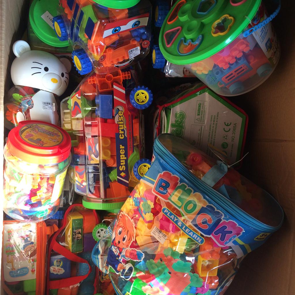 玩具称斤卖 不火才奇怪 大量特价销售各种称斤玩具
